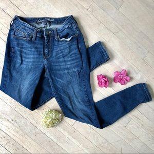 Curvy skinny blue jeans